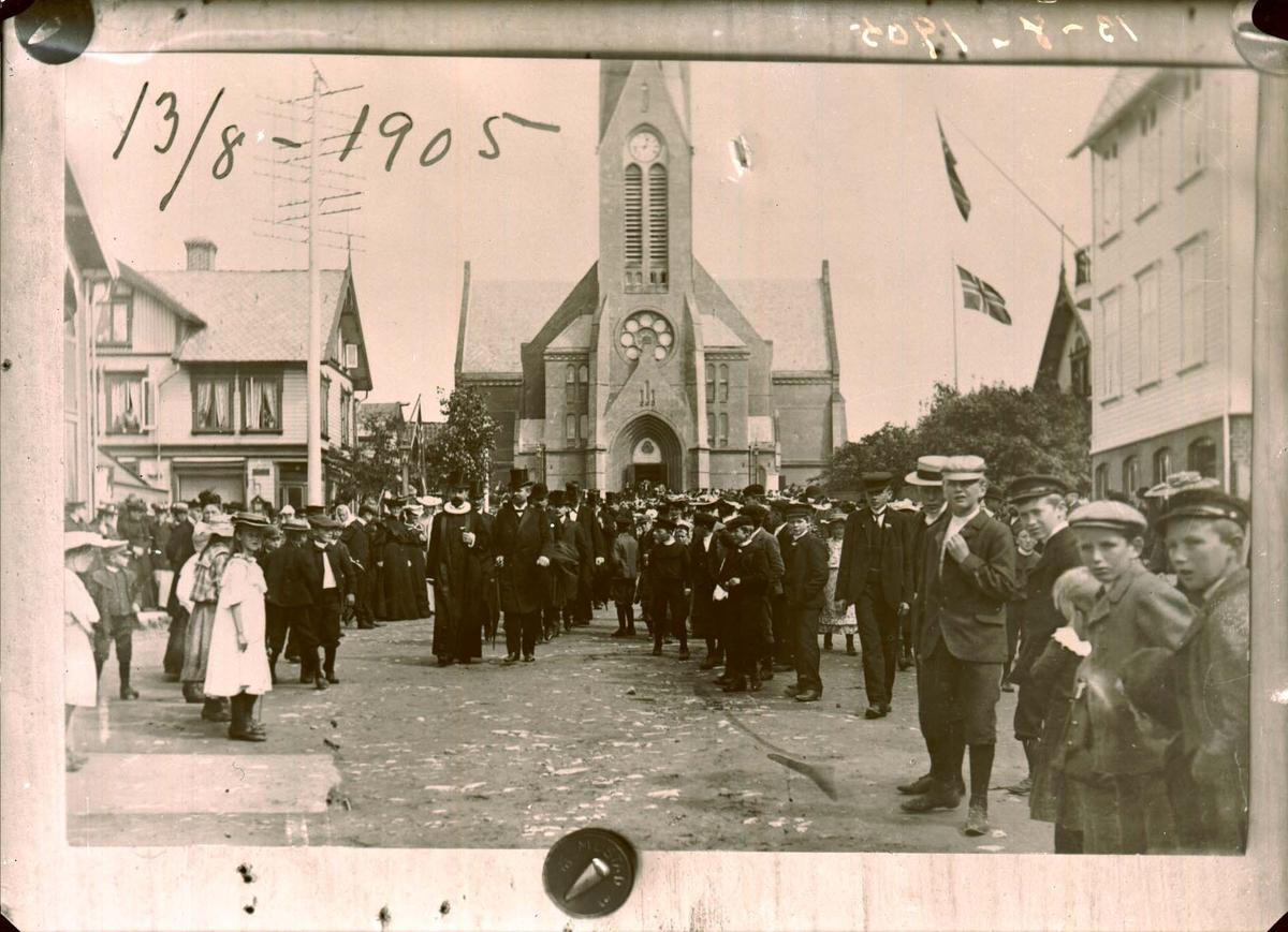 Kirke - Opptog - Feiring.