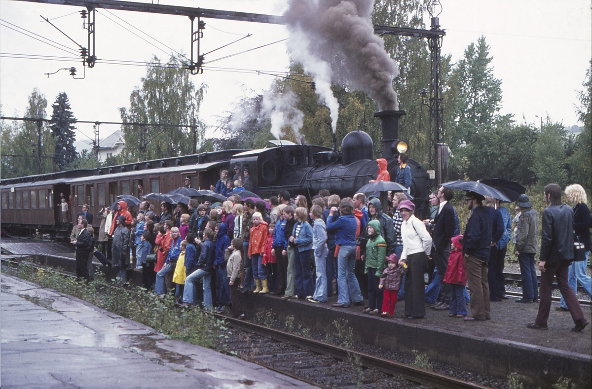 Ekstratog for Norsk Jernbaneklubb på Lier stasjon