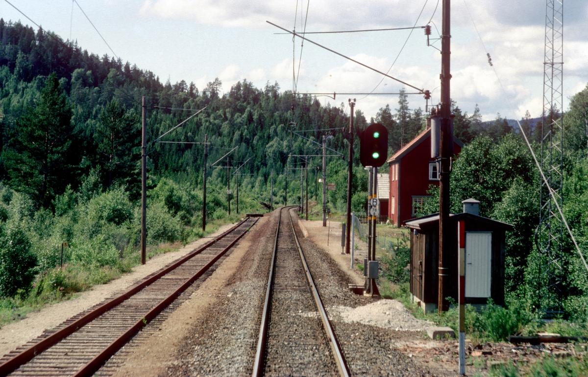 Bilde tatt fra El 8 2071 i godstog til Tinnoset ved Nisterud Blokkpost, tidligere Nisterud stasjon.