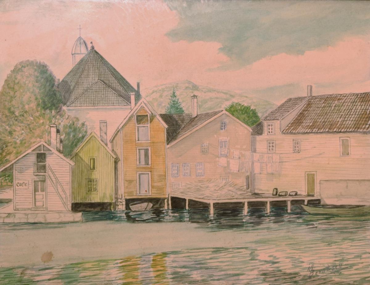 Maleriet viser en del av en havn med trehusbebyggelse og kirke.