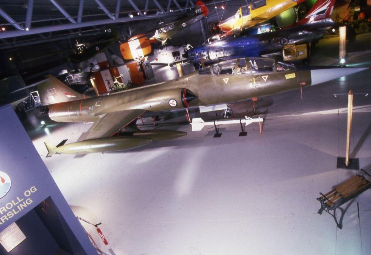 Ett fly: Lockheed CF-104 Starfighter), amerikank en seter jagerfly