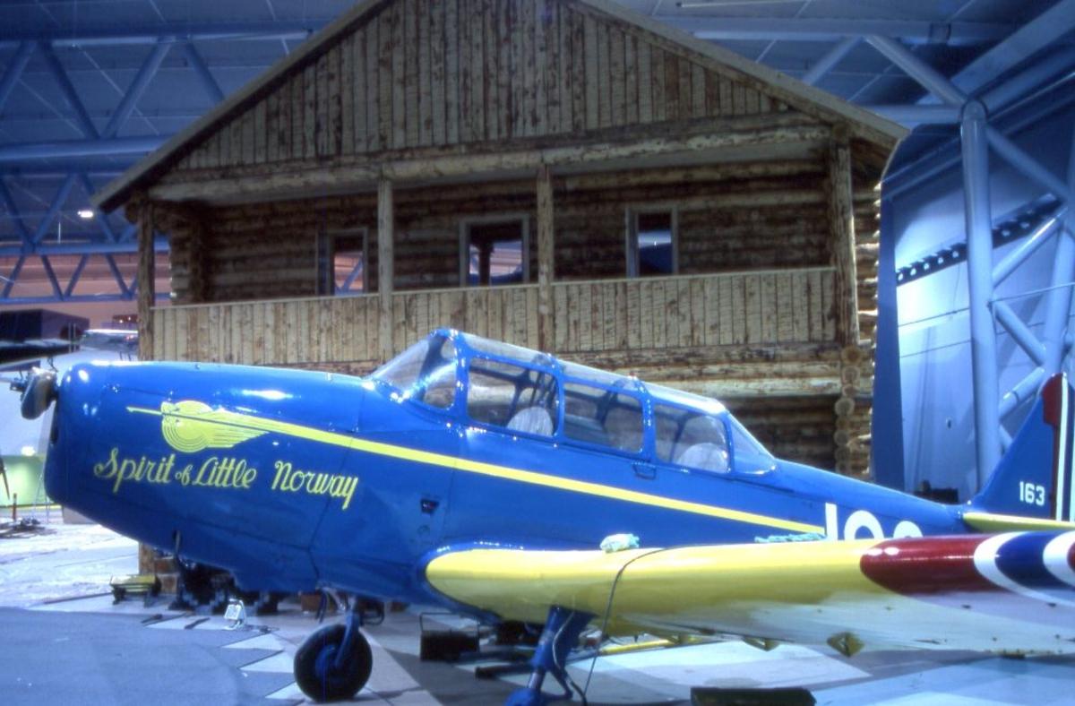 Ett fly: North American T-6H/J Harvard