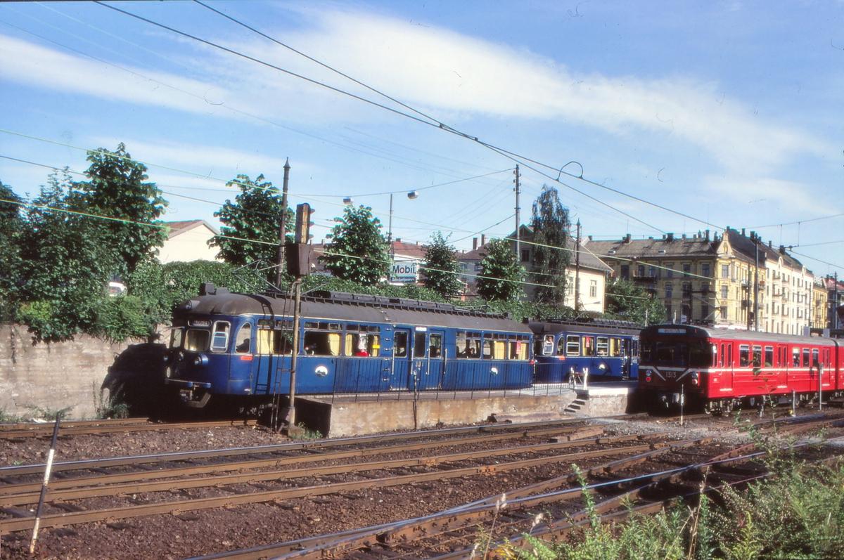 Oslo Sporveier. Vogner av type C1, C2 og T5 på Majorstuen stasjon.