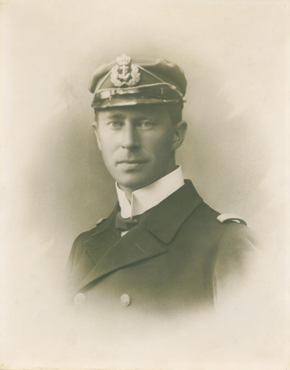 Kaptein M. Hegstad. 1881 - 1915.
