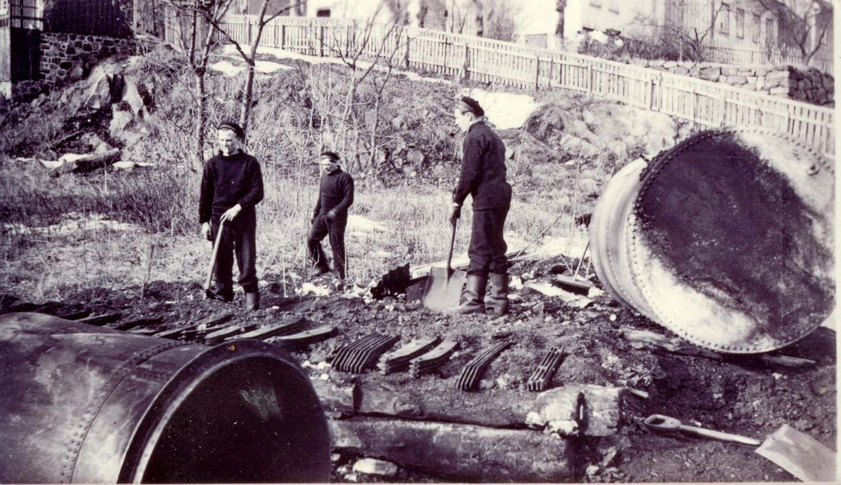Motiv: Torpedobåt 2.klasse JO`s vanntank på land etter branden våren 1940.Kolbjørnsvik