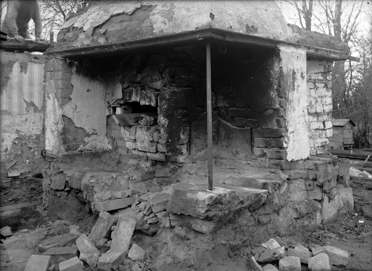 Skuttungestugans köksspis, i samband med nedmontering,  Ytterby, Skuttunge socken, Uppland
