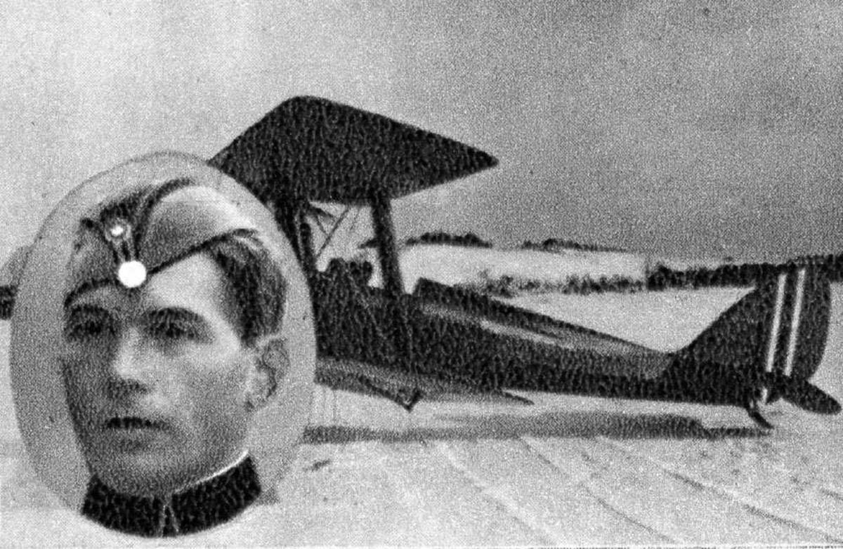 Portrett. En person, mann i uniform (innfelt). Ett fly på bakken.