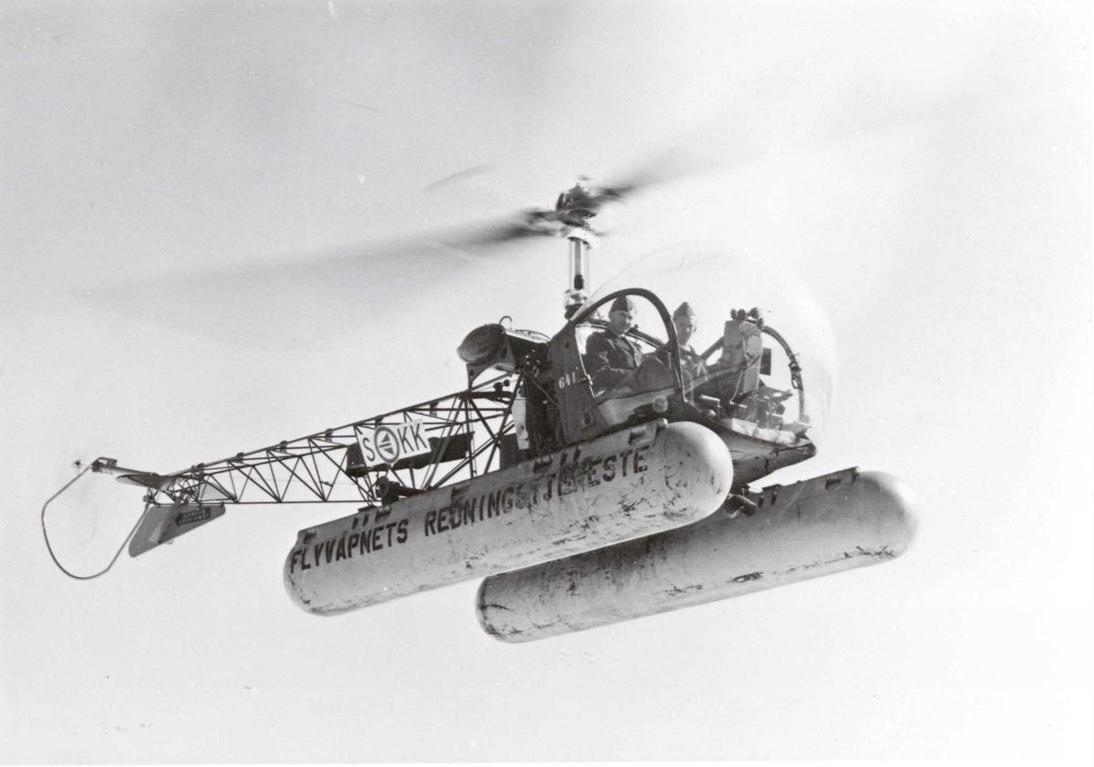 Lufthavn. Ett helikopter i hover, Bell 47 D-1           KK-S