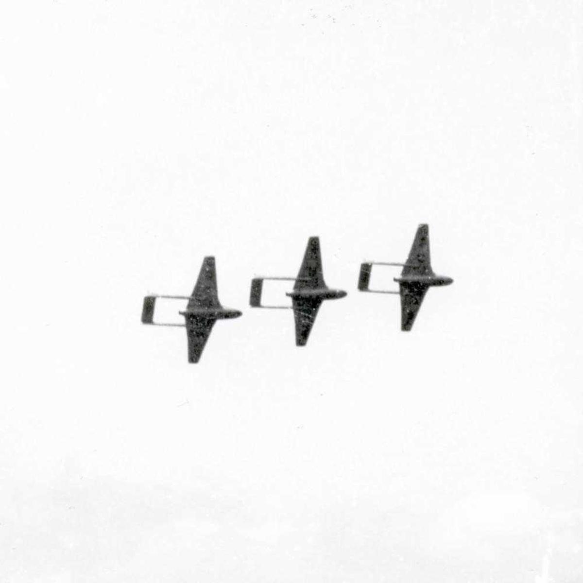 3 fly i luften.