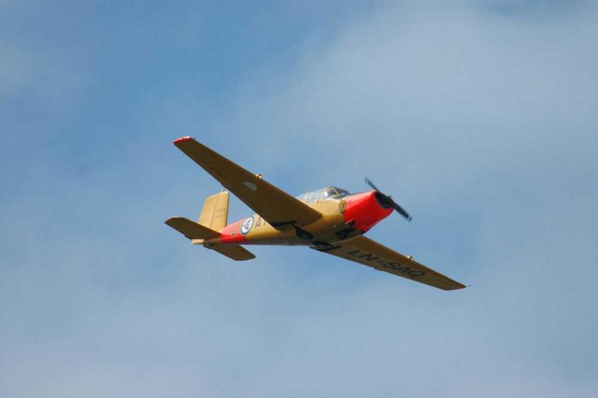 Ett fly i lufta. Skolefly. SAAB SAFIR, LN-SAO (U-AY)