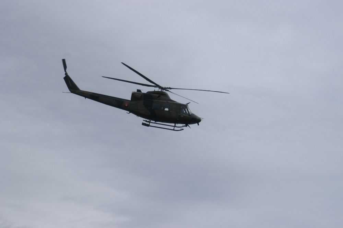 Ett helikopter i lufta.