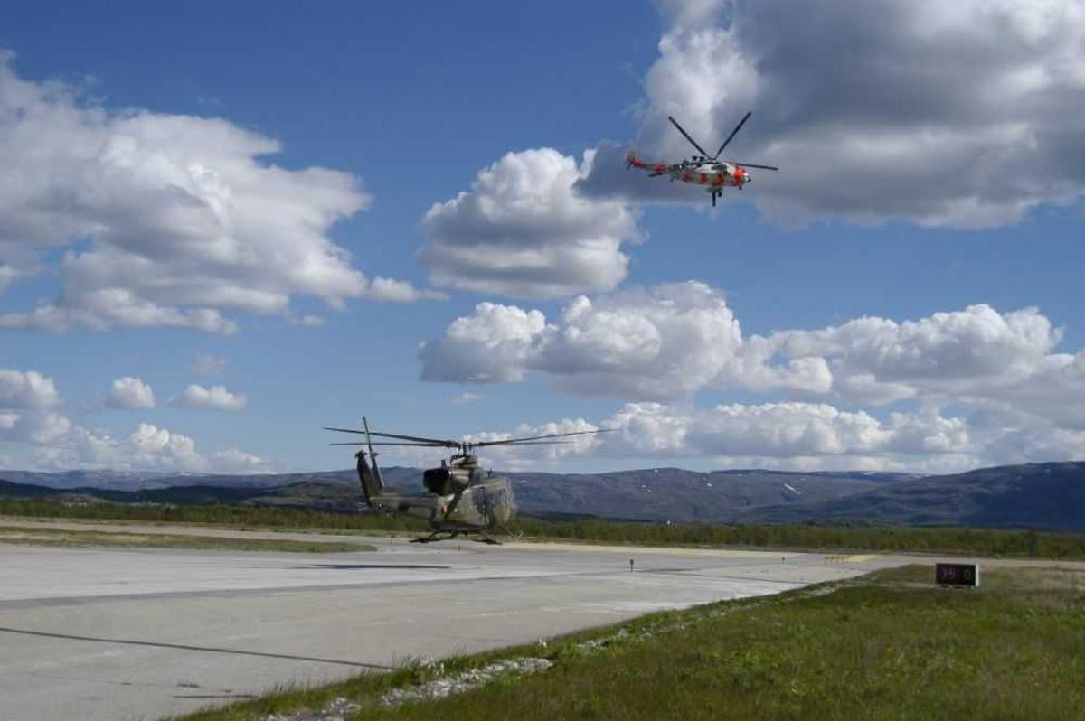 Lufthavn (flyplass). To helikopter, Bell og Sea King.
