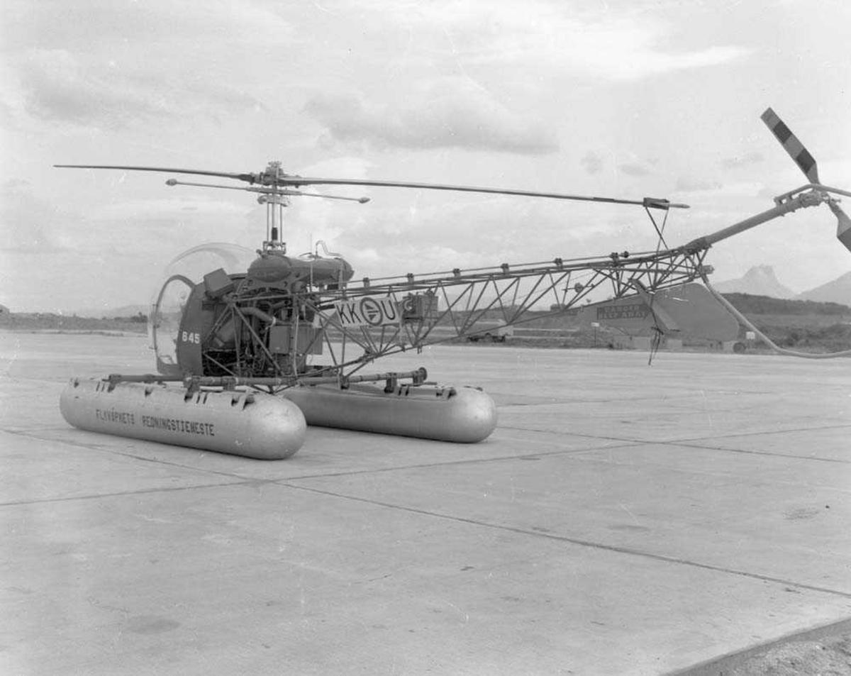 Luftforsvarets Redningstjeneste. Her er en Bell 47D-1 KK-U helikopter fotografert på Bodø flystasjon.