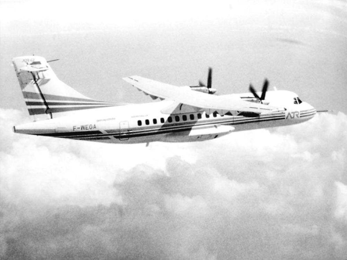 Luftfoto. Ett fly i luften, ATR 42 F-WEGA.