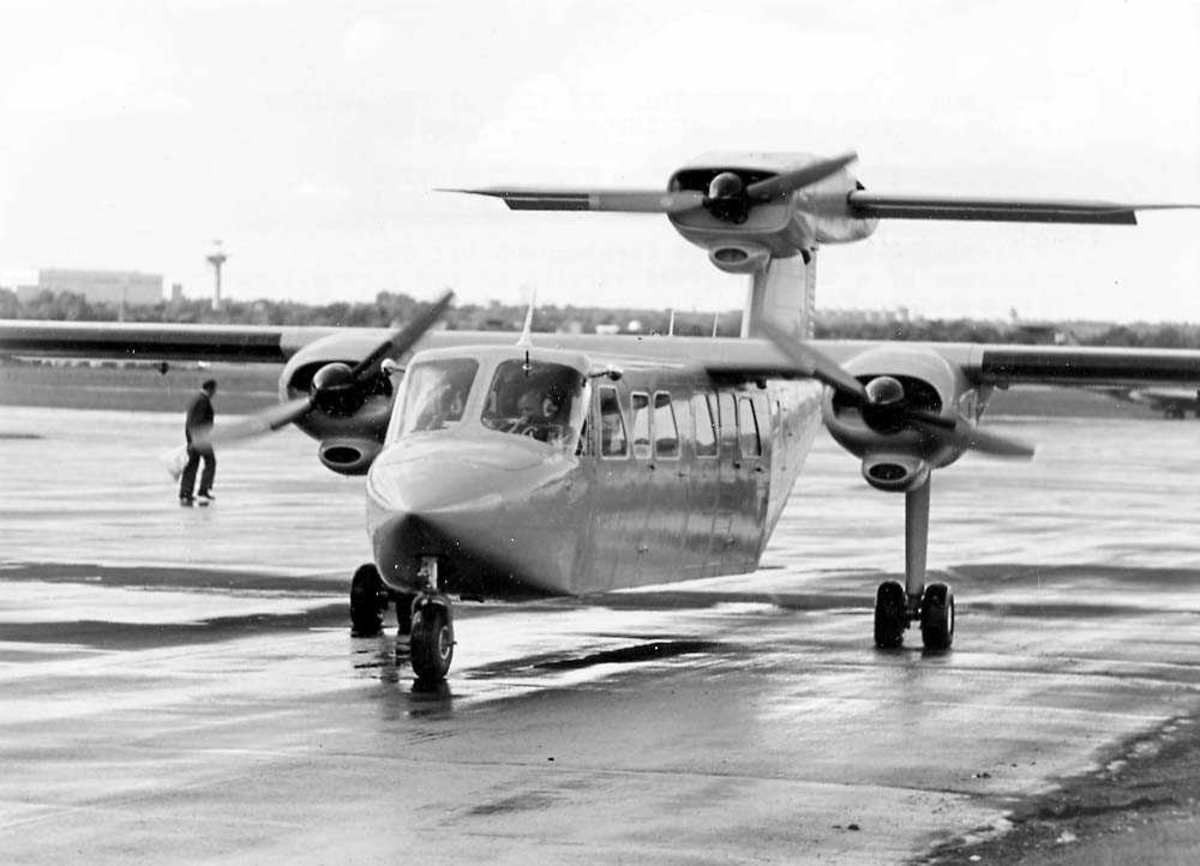 Lufthavn. Ett fly på bakken, Britten-Norman BN-2AM Mk III Trislander.