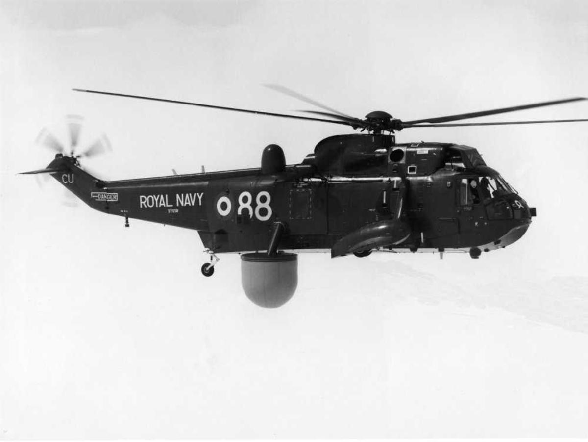 Ett helikopter i luften. Westland Sea King Mk.2 AEW tilhørende Royal Navy, merket XV650.