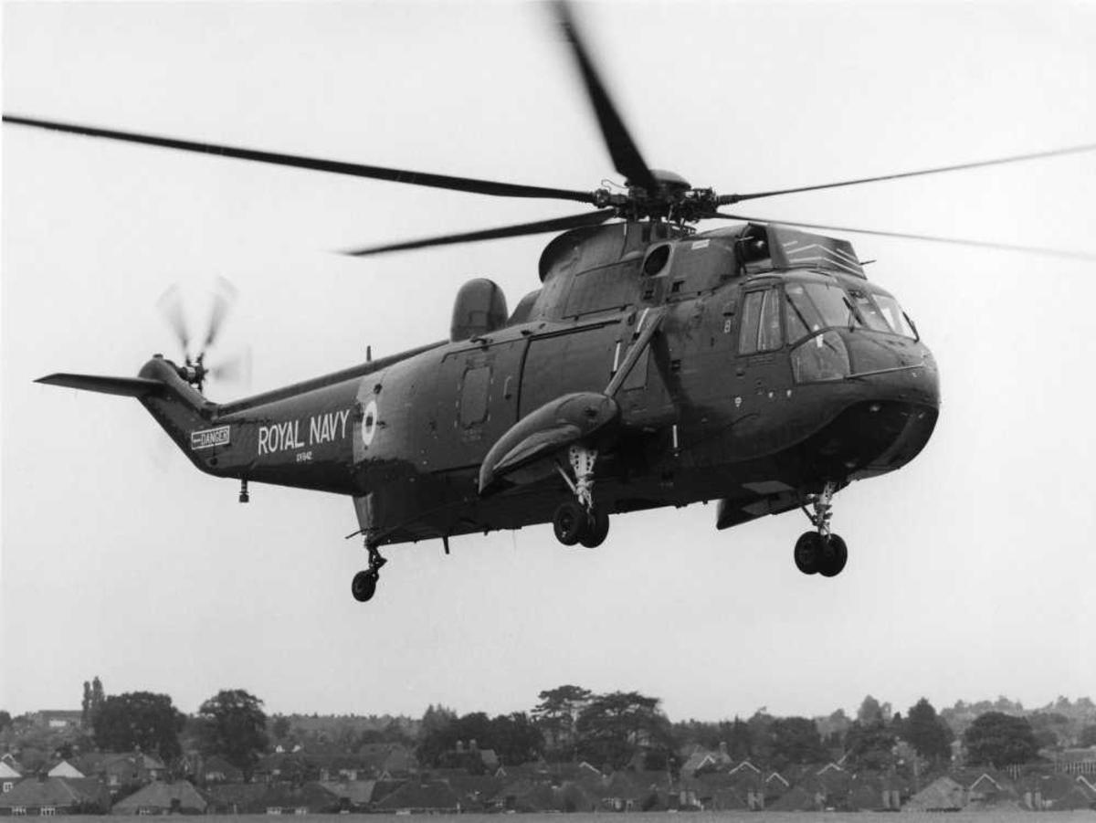 Ett helikopter i luften. Westland Sea King HAS Mk.2, tilhørende Royal Navy, merket XV642.