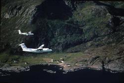 Luftfoto. Lofoten. To fly, LN-BNH, DHC-6-300 Twin Otter og L
