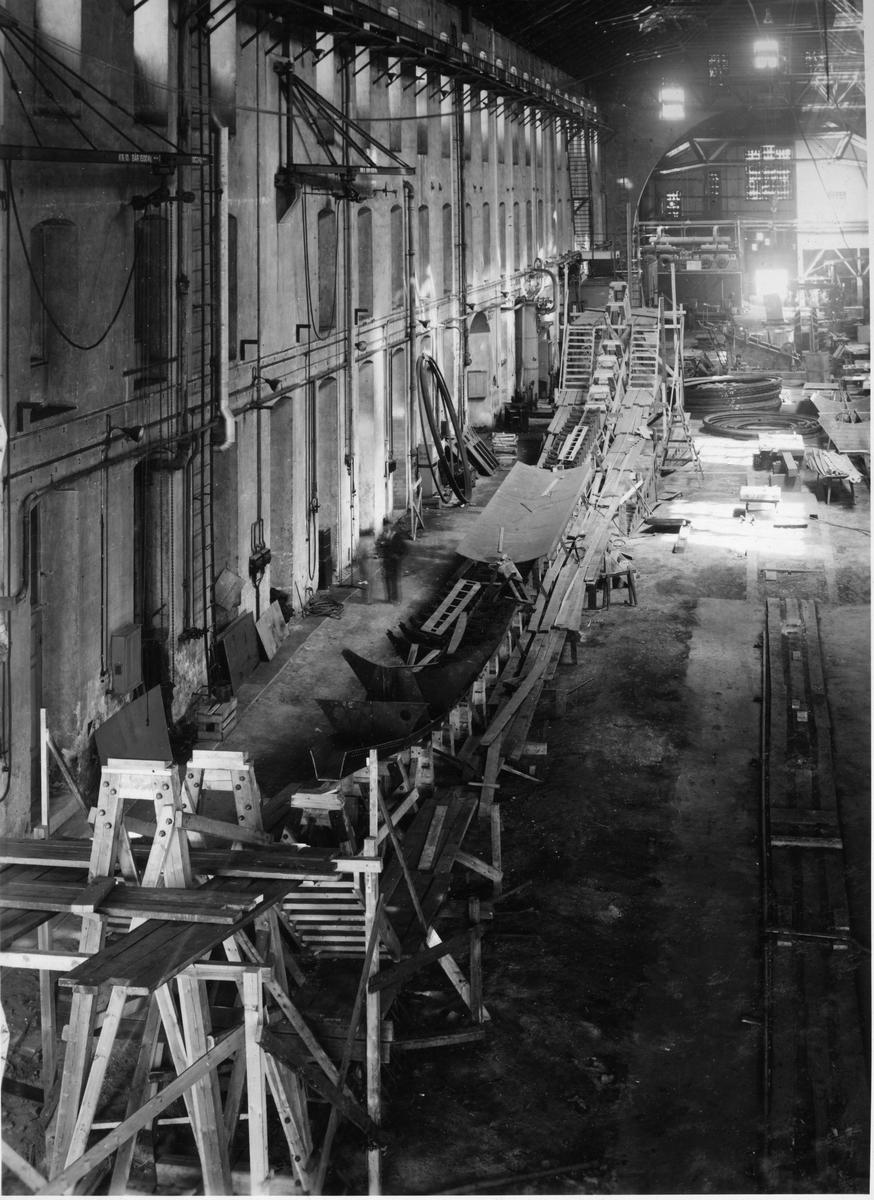 Övrigt: Ubåtarna U-2 och U-3 under byggnad i verkstaden