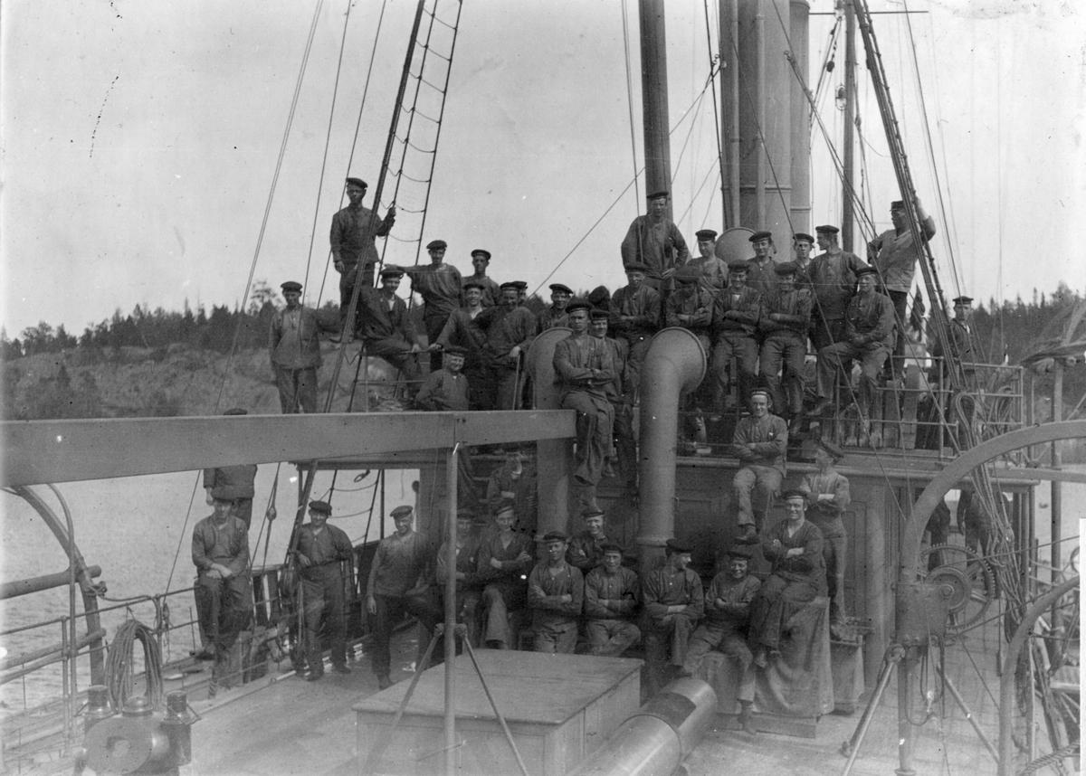 Fartyg: BLENDA                         Bredd över allt 8,02 meter Längd över allt 52,42 meter  Rederi: Kungliga Flottan, Marinen Byggår: 1875 Varv: Lindholmens Verkstad