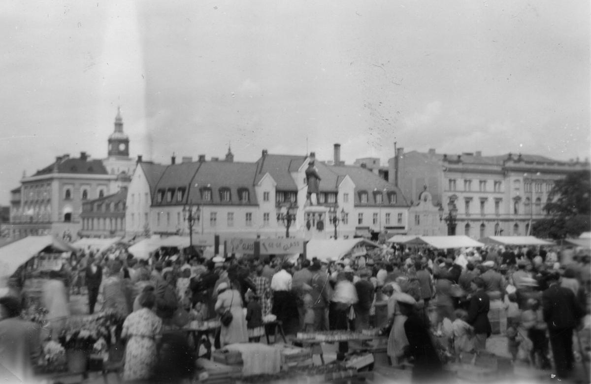 Lövmarknaden på stortorget sommaren 1948