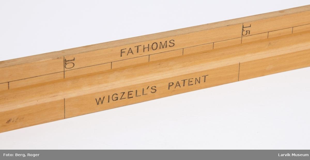 Wigzellis dybdemåler. Formet som en linjal med en knekt i enden.