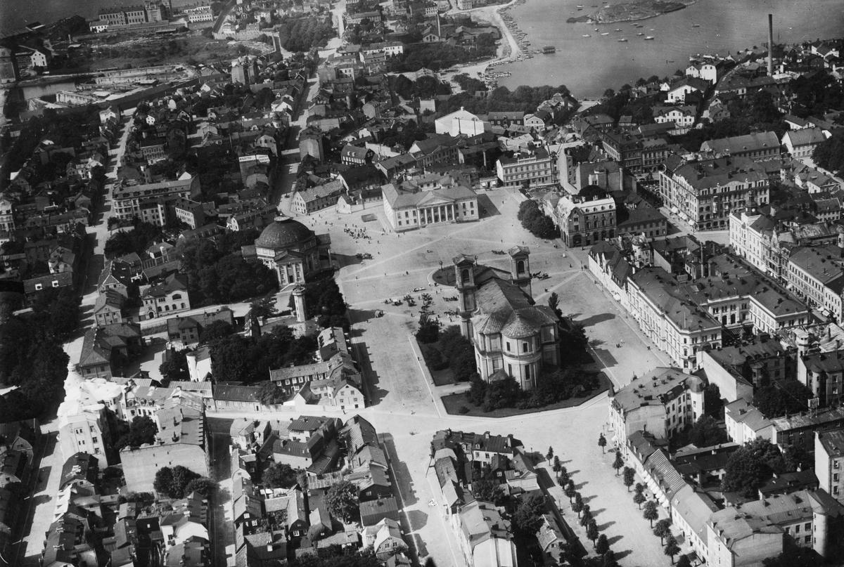 Flygfoto över Karlskrona, Stortorget med omnejd 1922.