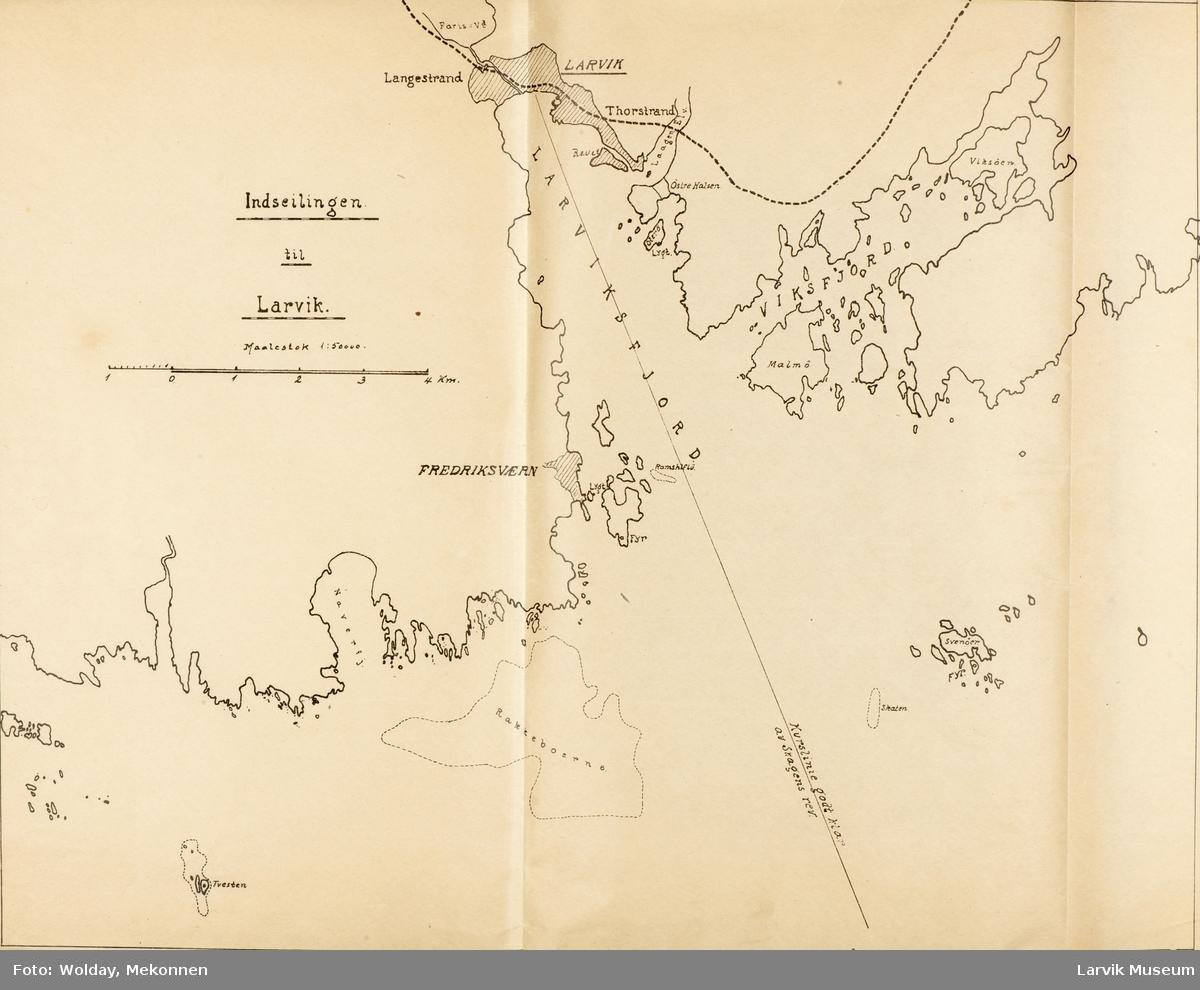 Ryggstiftet katalog med rutetider og kart over ferjeforbindelser. 18 sider med sort tekst. 3 innstikk med kart