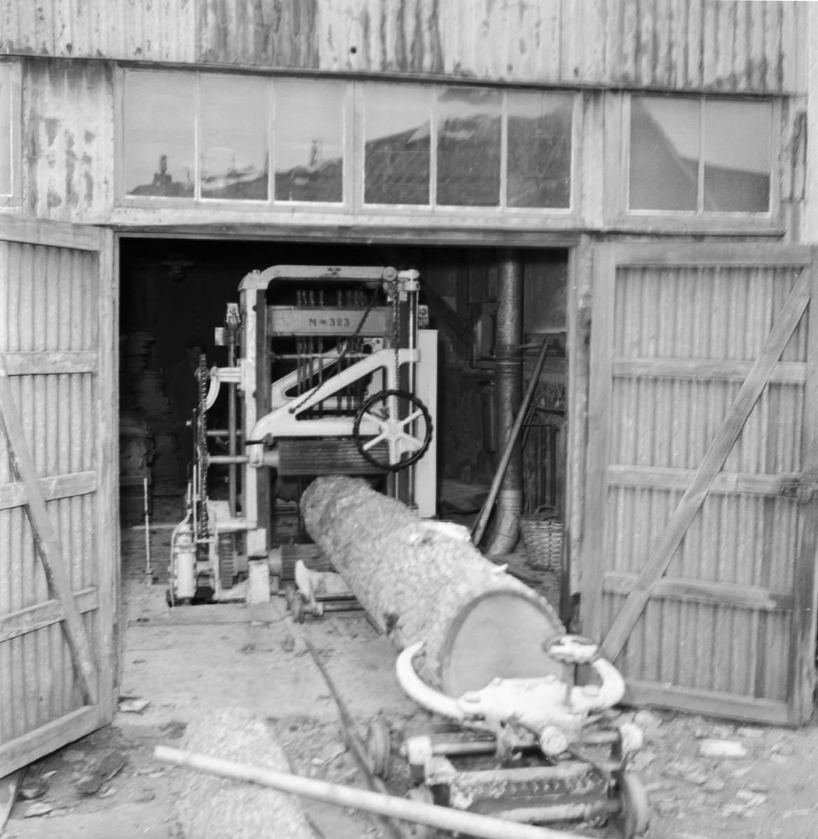 Övrigt: Foto datum: 13/8 1957 Byggnader och kranar Mässverkstan sågen
