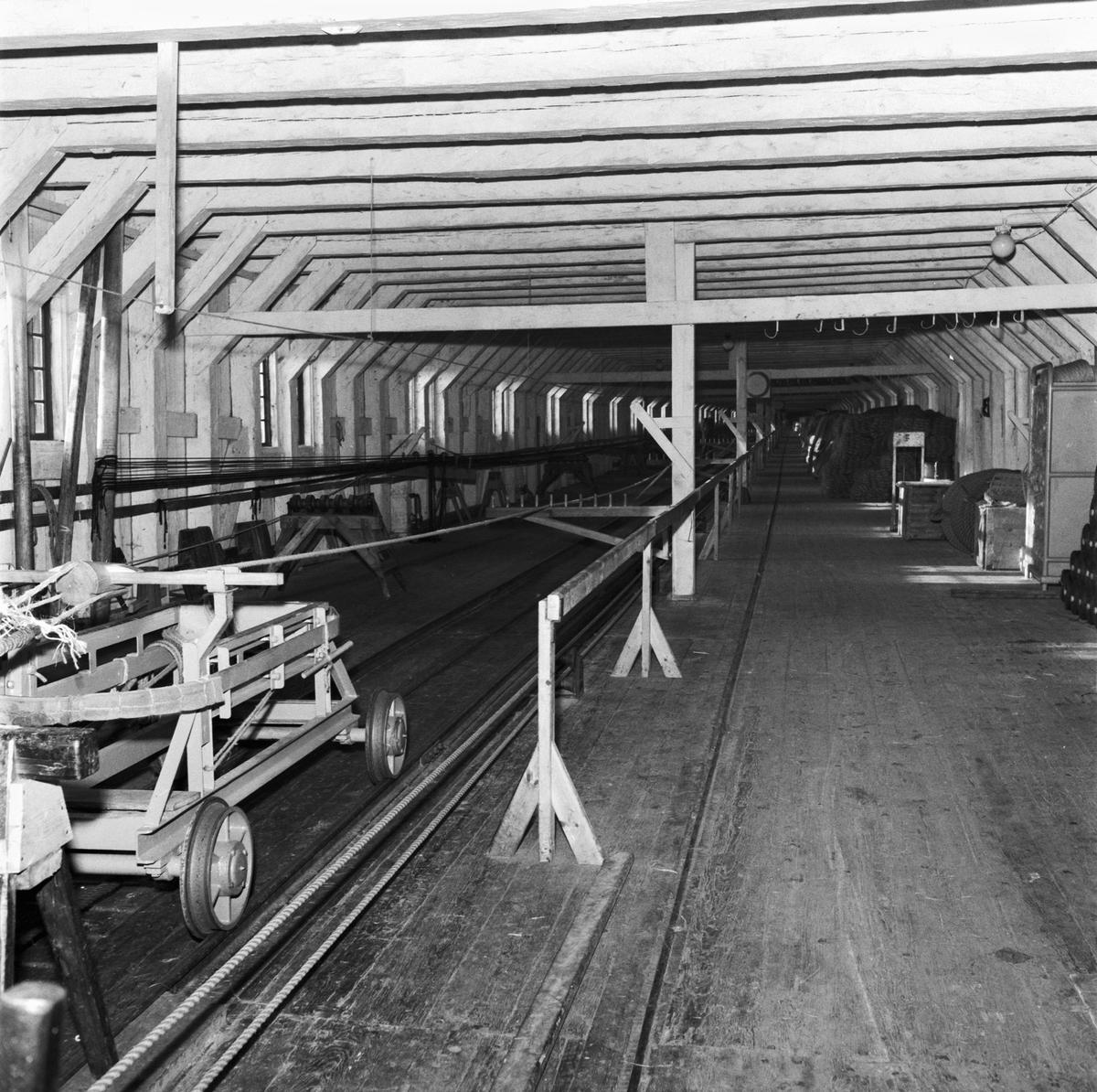 Övrigt: Foto datum: 31/10 1957 Byggnader och kranar Repslagarebanan interiör. Närmast identisk bild: V14203 och V14204, ej skannade