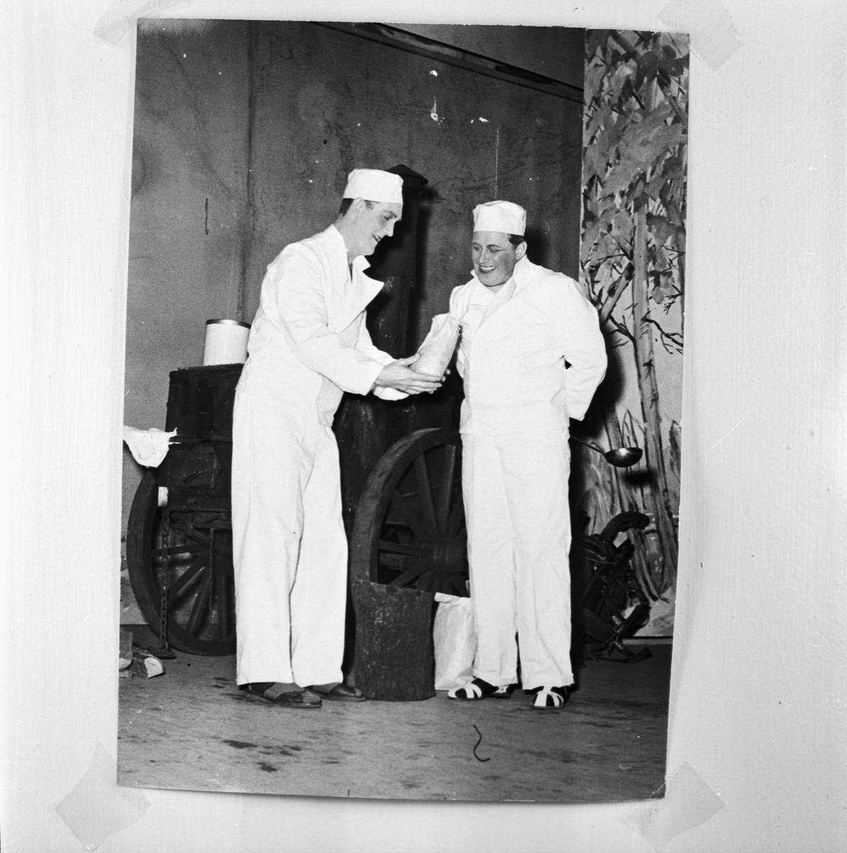 Övrigt: Foto datum: 1/6 1958 Byggnader och kranar Varvsrevyn 1958