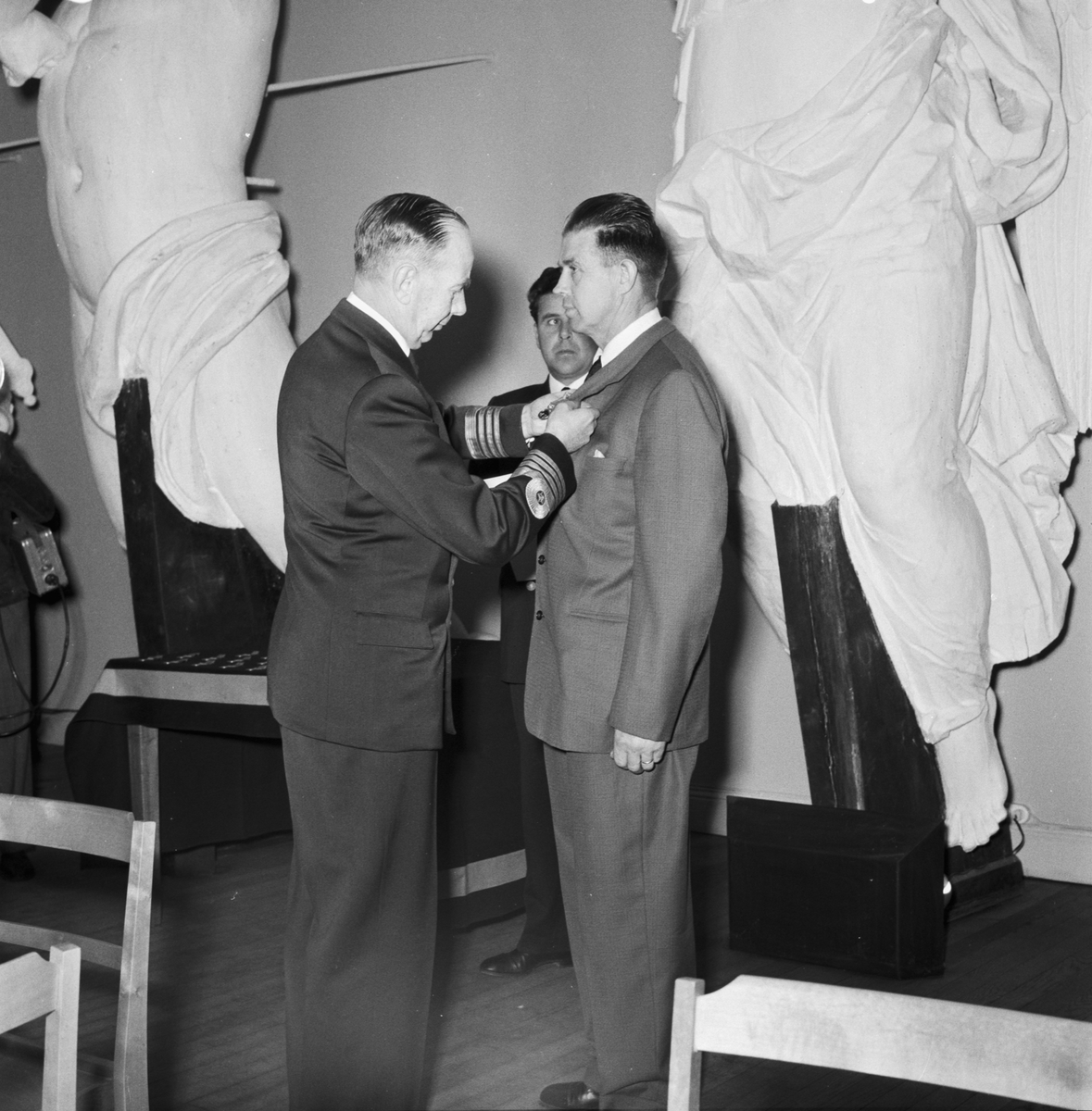 Övrigt: Foto datum: 6/11 1958 Byggnader och kranar Medaljutdelning i museet