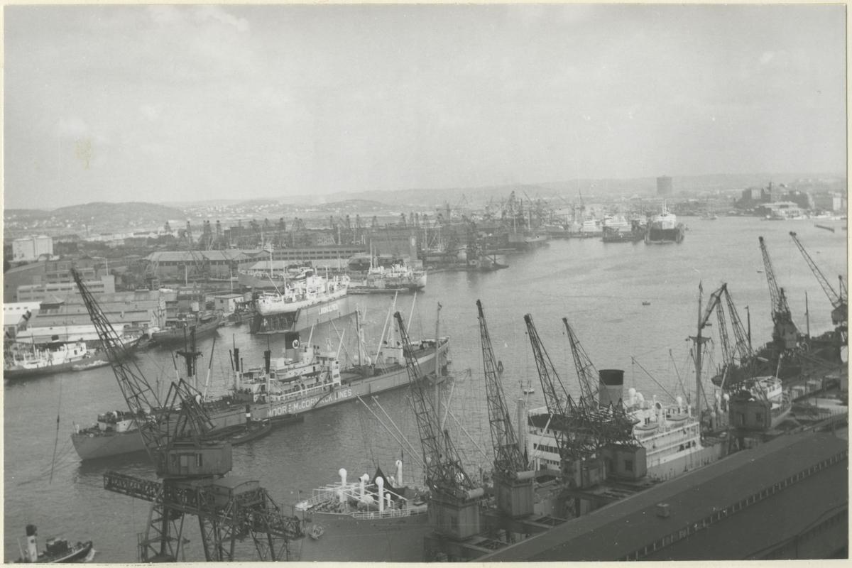 Hamnen sedd från Sjöfartskampanilen, Göteborg.