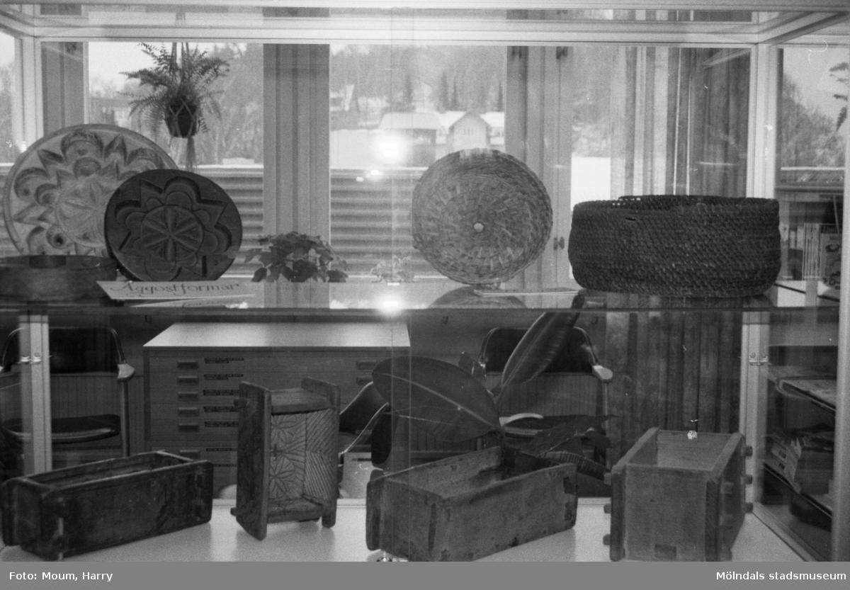 Utställning om ost på Kållereds bibliotek, år 1985.  För mer information om bilden se under tilläggsinformation.