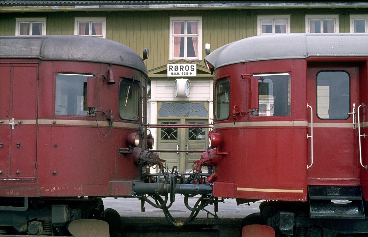 Røros stasjon. Motorvogner type 86.