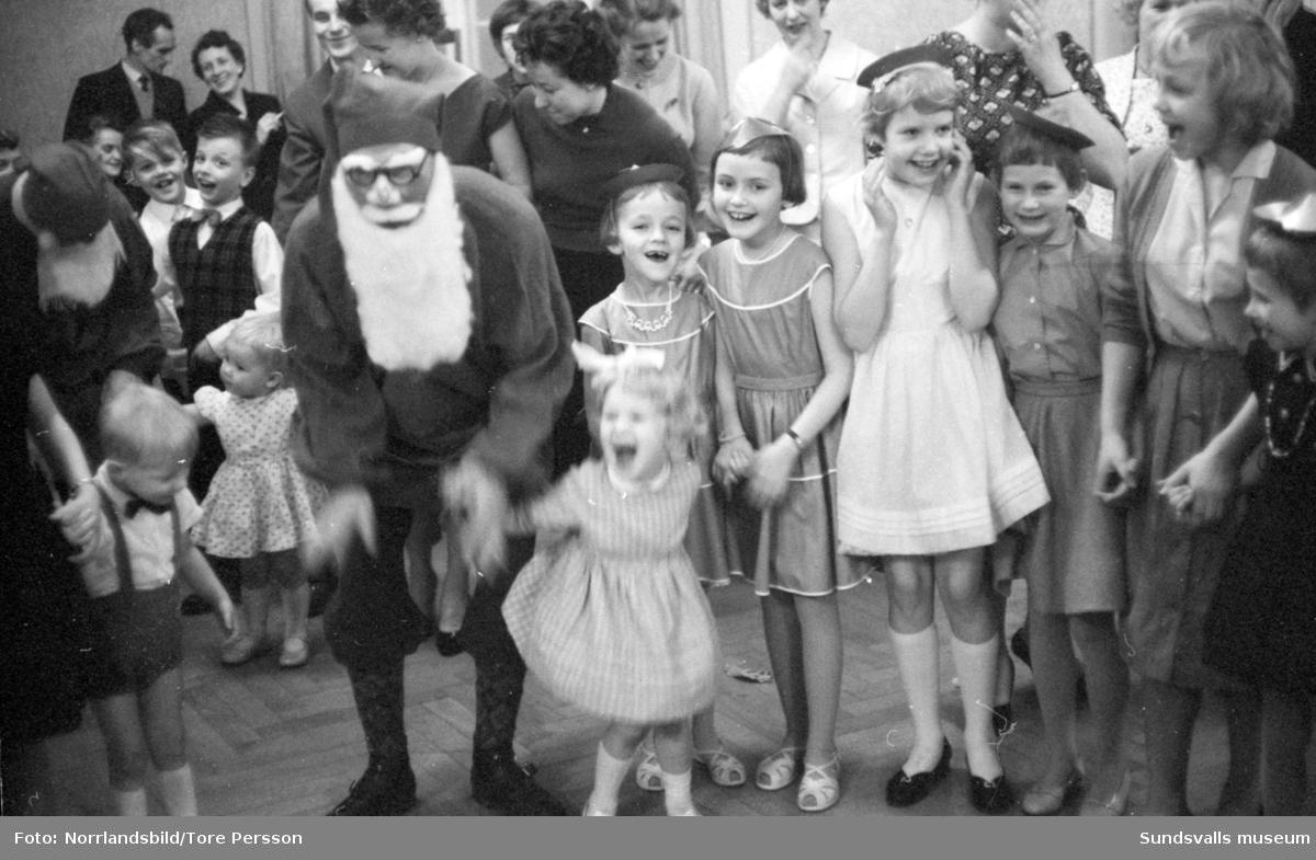 Barnfest på W6, julgransplundring.