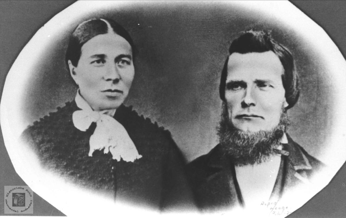 Ekteparet Sigrid og Kristoffer Brandsberg, med tilknytning til Øyslebø.