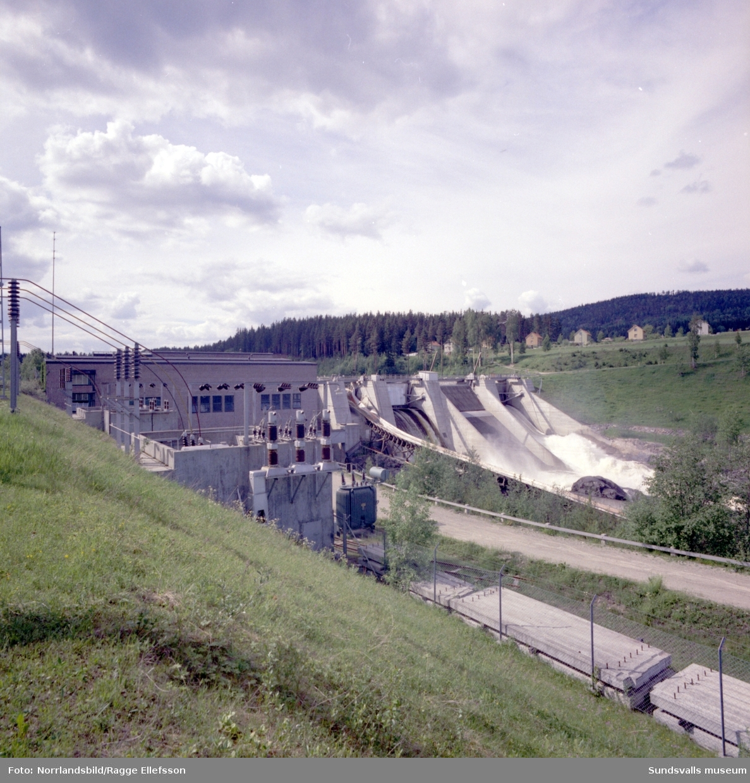 Exteriörbilder av Skallböle kraftverk i Ljungan. Fotograferat för Bålforsen.