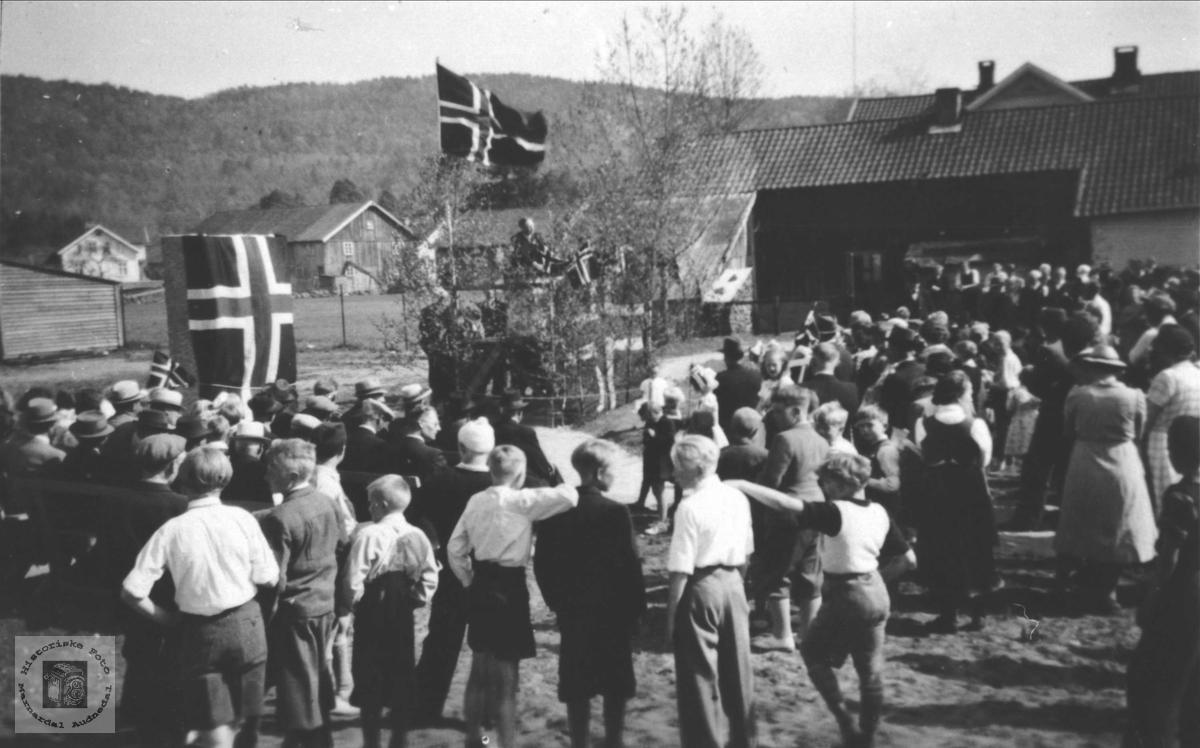 Ved avduking av minnestøtten på Øyslebø