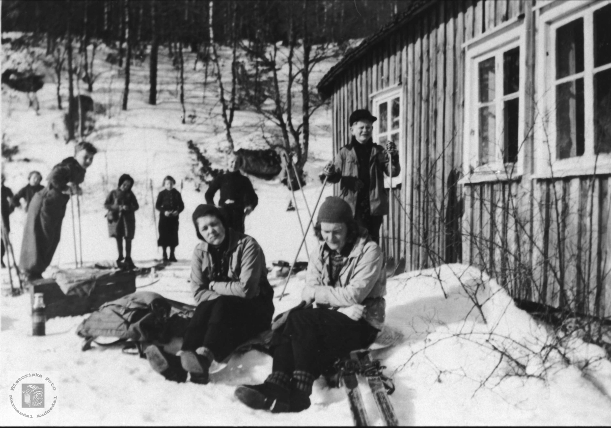 Finsdal skole på skitur til Øygarden på Uslandsheia. Øyslebø.