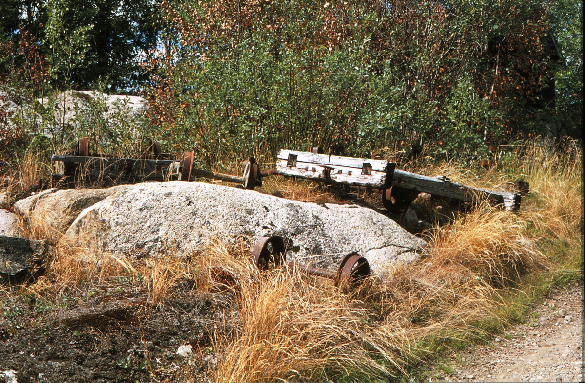 Rester av traller. Klevfos Cellulose og Papirfabrikk. Sidelinje fra Ådalsbruk. Klevfoss.