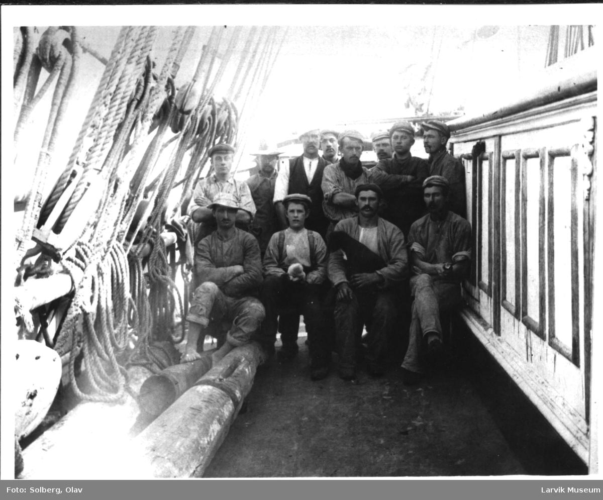 Mannskap ombord på Inglewood av Larvik