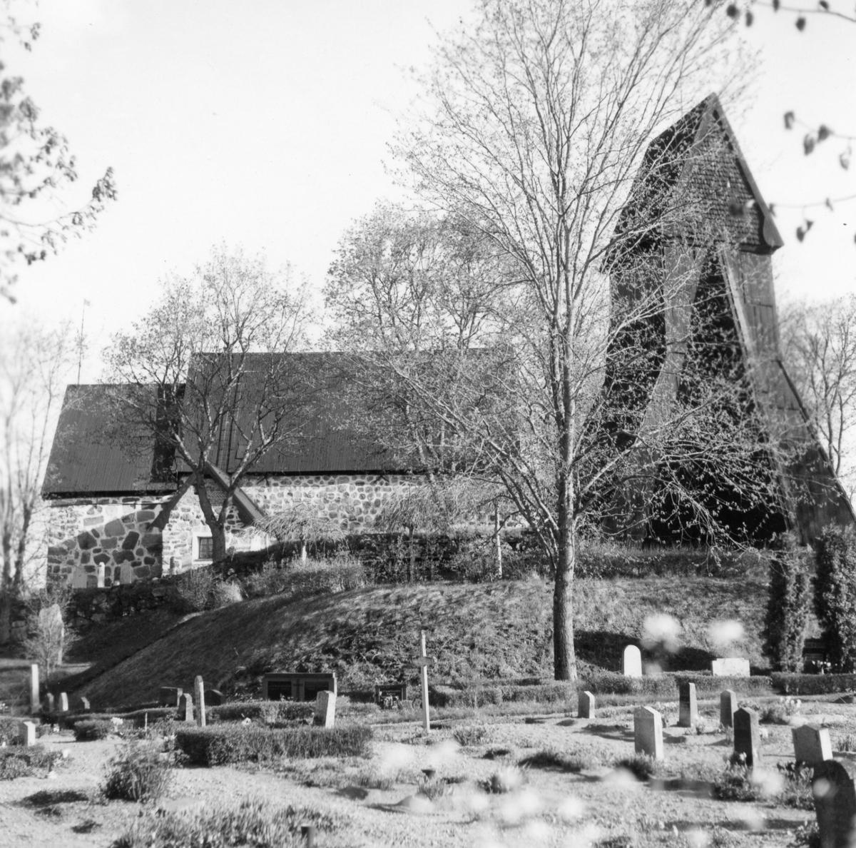 Edsbro kyrka