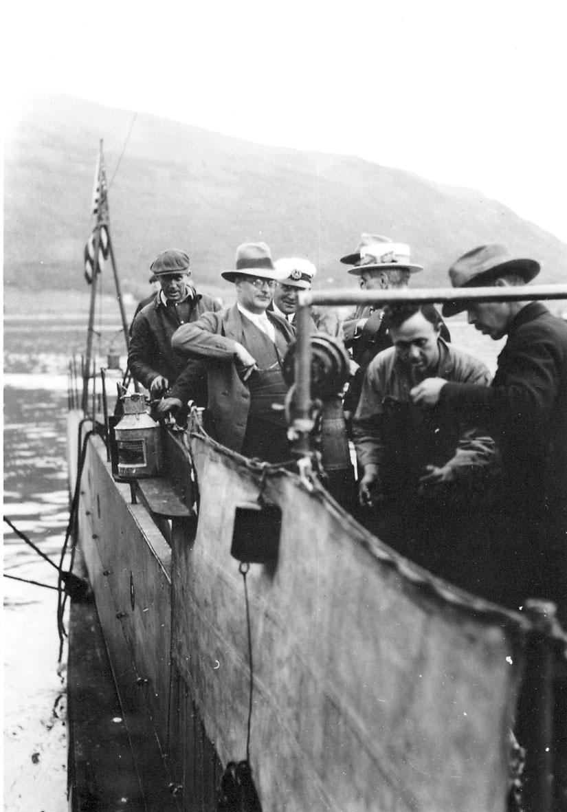 """Flere personer ombord i ubåten """"Nautilus"""". Tromsø."""