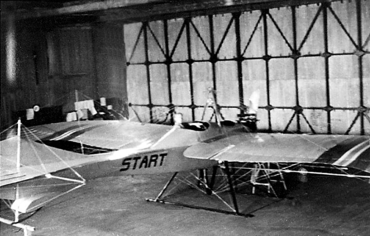 Ett fly, Rumpler Taube ,Start, inne i marinens flyfabrikk.