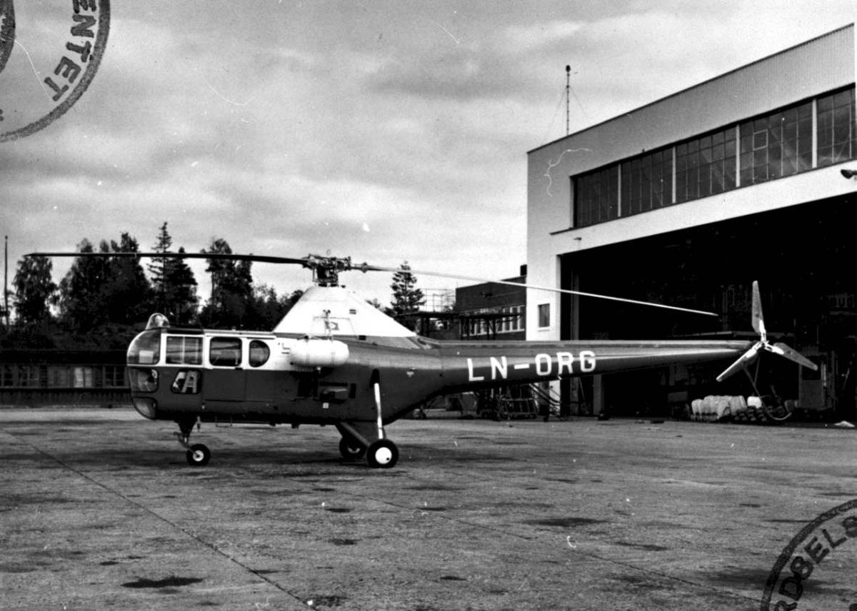 Lufthavn, 1 helikopter på bakken,  Westland Sikorsky S.51 Mk. 1A LDB 315 LN-ORG fra Melsom & Melsom.