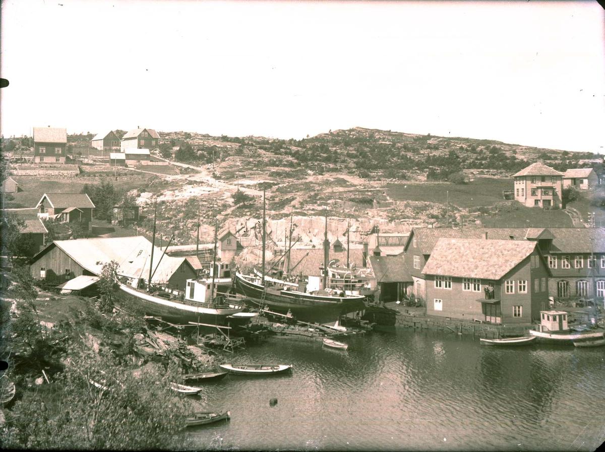 Havnebilde - Hus - Verksted - Skip i dokk.