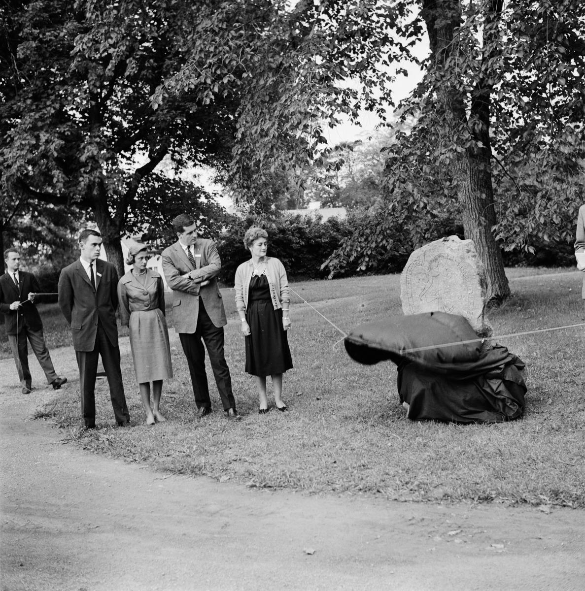 Studentliv - skandinaviska studenter skänker runsten till USA, Uppsala 1960