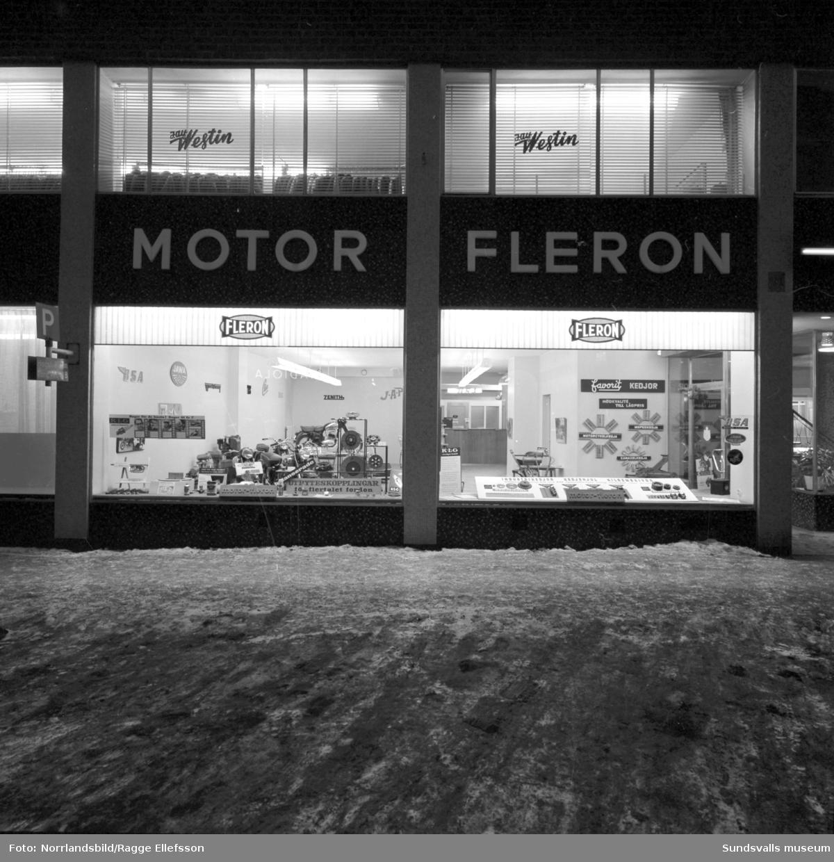 Motor-Fleron vid Trädgårdsgatan, skyltfönster och interiör.