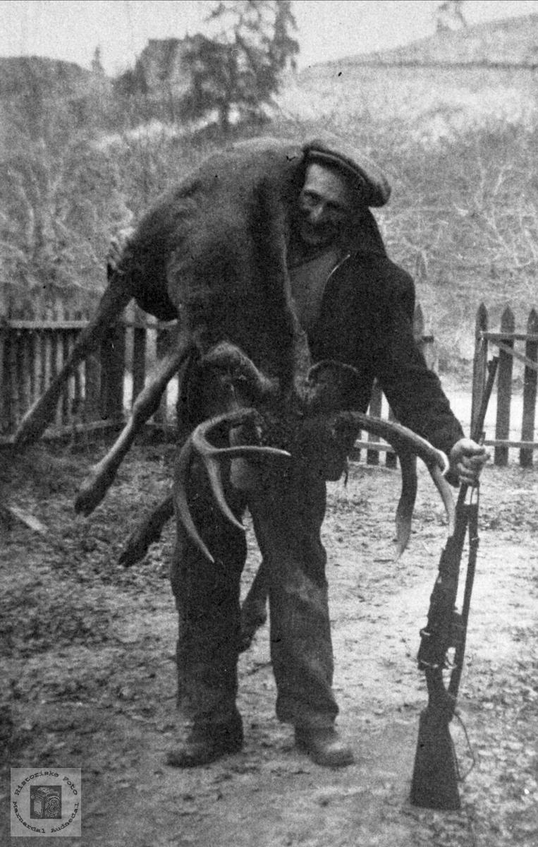Bendik Mjunås på elgjakt i Canada
